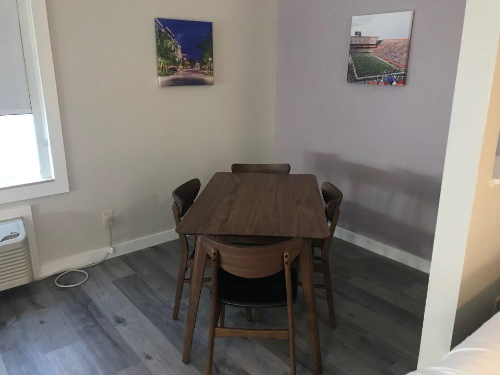 Queen Suite Dining Area