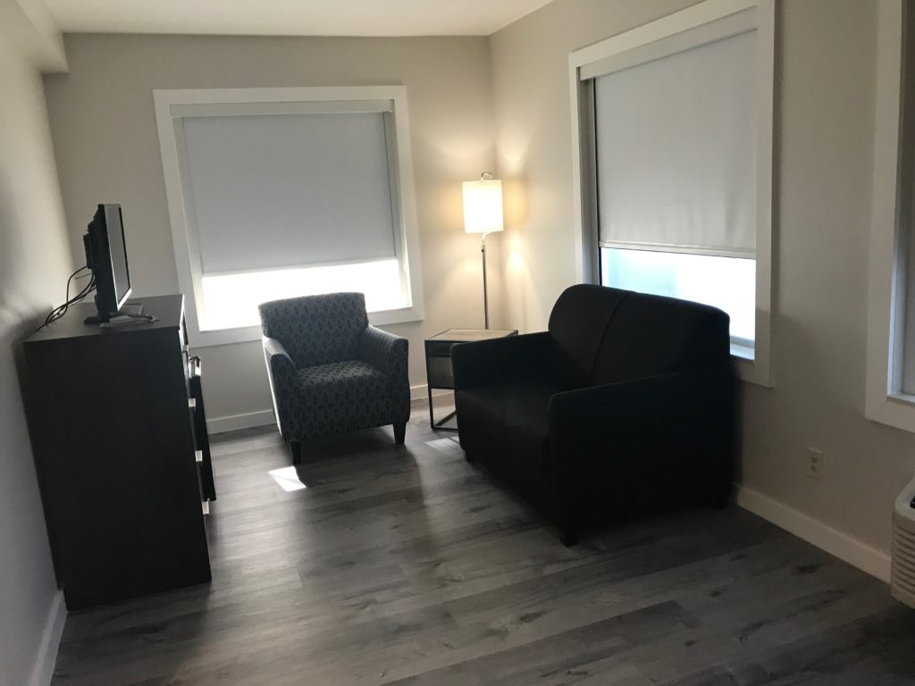 Queen Suite Sitting Area
